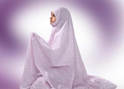 حکم نماز خواندن زنان با بلوز و شلوار