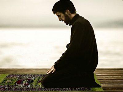 آیا نمازگزار می تواند با لباس و بدن نجس نماز بخواند؟
